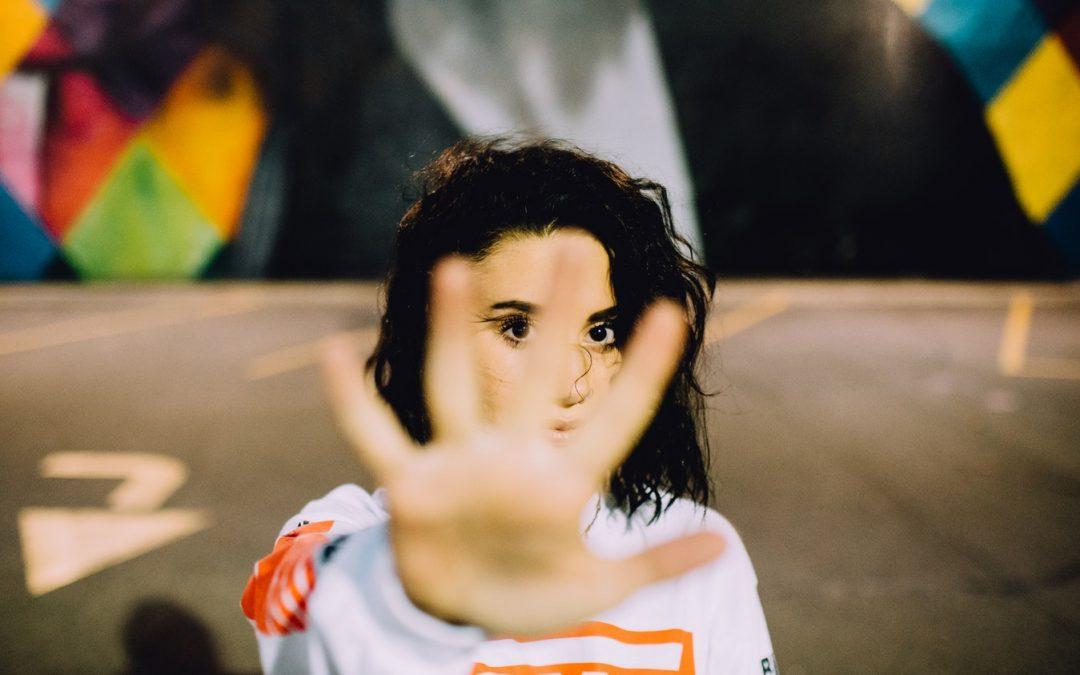 """""""A NEM egy teljes mondat"""": asszertív kommunikáció Nőknek"""
